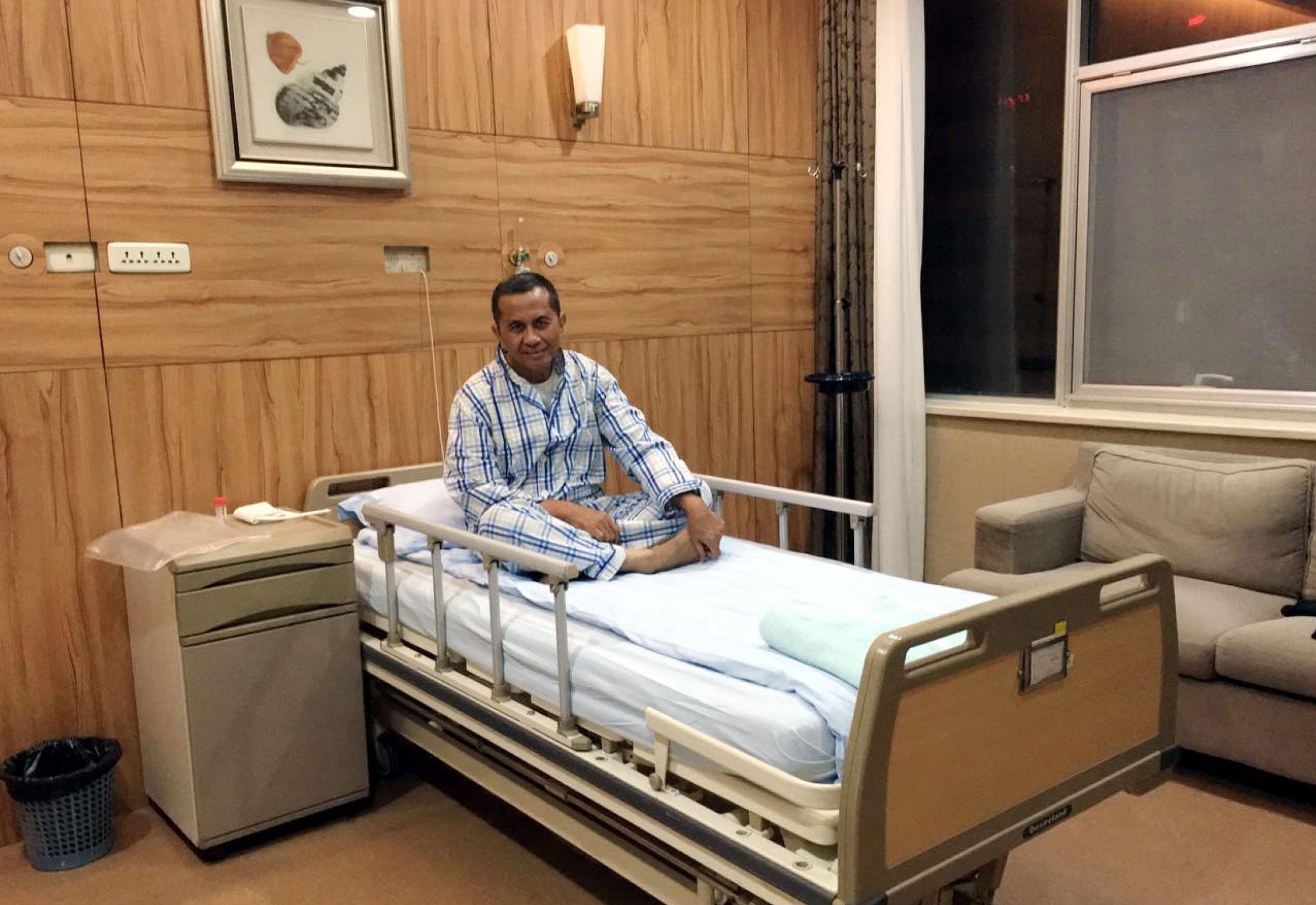 Foto: Jawa Pos Dahlan Iskan di ruang perawatan Tianjin First Center Hospital (TFCH), Tiongkok. Sejak kemarin Dahlan menjalani serangkaian pemeriksaan di RS tempat dia cangkok hati 10 tahun lalu.