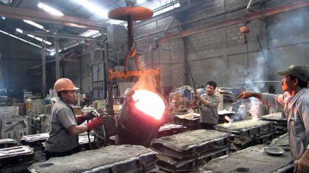 Pengelohan pabrik salah satu pabrik baja di indonesia.