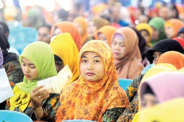 RAPAT: Para guru honorer K2 di Kabupaten Banyuwangi mengikuti rapat yang digelar Forum Honorer Indonesia.