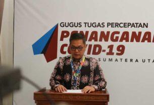 KETERANGAN: Juru Bicara Gugus GTPP Covid-19 Sumut, Aris Yudhariansyah memberikan keterangan pers di Media Center GTPP Covid-19 Sumut, Kantor Gubernur Sumut Jalan Pangeran Diponegoro Nomor 30 Medan, Selasa(12/5).