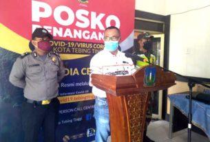 PAPARKAN: Jubir penanganan Covid -19 Tebingtinggi, dr Nanang Fitra Aulia memaparkan penyebaran Covid -19 di Kota Tebingtinggi