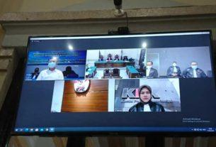 SIDANG VIRTUAL: Wali Kota Medan nonaktif Dzulmi Eldin (kiri di layar monitor), menjalani sidang putusan secara virtual, Kamis (11/6).
