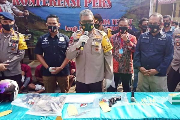 PAPARKAN: Kapolda Sumut, Irjen Pol Martuani Sormi,  paparkan pengungkapan kasus perampokan nasabah bank, yang digelar di Rumah Sakit Bhayangkara TK II Medan, Jumat (28/8).