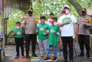 TINJAU: Kapoldasu, Irjen Pol Martuani Sormin, meninjau kawasan wisata Mangrove di Danau Siombak, Medan Marelan, Rabu (12/8).dewi/sumut pos.