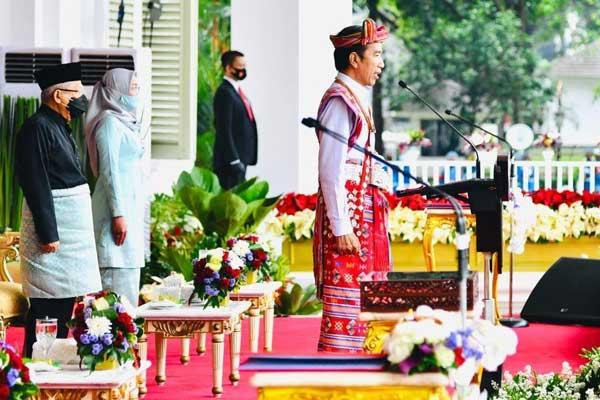 UPACARA: Presiden Joko Widodo mengenakan baju adat saat upacara peringati HUT ke-75 Kemerdekaan RI di Istana Kepresidenan, Senin (17/8).