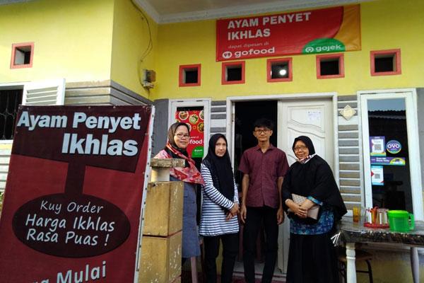 TINJAU: Peninjauan usaha tenant PPK UMN Al-Washliyah.