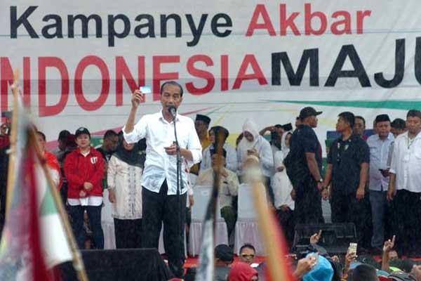 PROGRAM KARTU: Joko Widodo (Jokowi) menawarkan program Kartu Pra-Kerja kepada masyarakat saat kampanye Pemilihan Presiden (Pilpres) 2019 lalu.