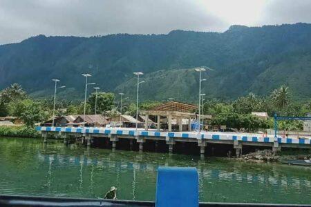 FISIK: Pelabuhan penyeberangan di Desa Ambarita, Samosir yang sedang dalam tahap pembangunan.