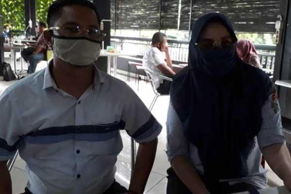 LAPOR: DS, janda  yang melaporkan oknum pejabat Pemprovsu, didampingi kuasa hukumnya memberi keterangan kepada wartawan, Rabu (9/9).