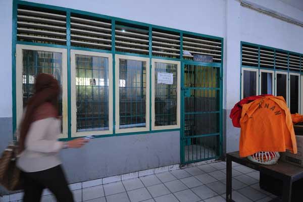 TUTUP: Kantor Pengadilan Negeri Medan sepi karena ditutup pasca puluhan jaksa dan pegawai dinyatakan terinveksi Covid-19.