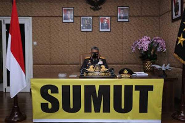 VIRTUAL: Kapoldasu, Irjen Pol Drs Martuani Sormin, menyaksikan pelantikan 72 perwira SIP asal Sumut melalui virtual.