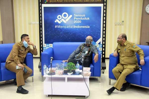KETERANGAN: Kepala BPS Sumut, Syech Suhaimi (tengah), saat menyampaikan keterangan terkait Sensus Penduduk 2020.