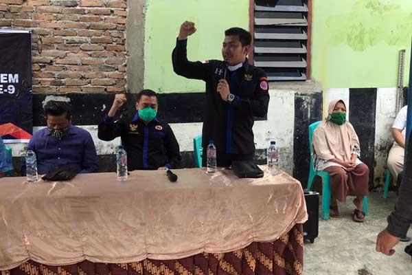 15-9-Anggota Komisi I DPRD Medan, Habiburrahman Sinuraya, saat Sosialisasi Perda No.4 Tahun 2012, di Jalan Brigjen Katamso, Kelurahan Aur, Medan Maimun.