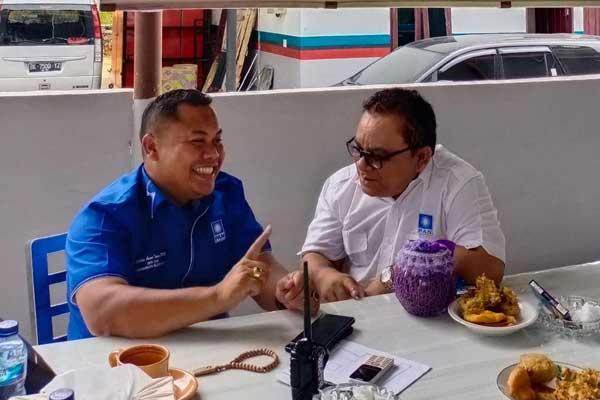ist BERBINCANG: Wildan Aswan Tanjung berbincang dengan kader PAN Sumut usai mendaftar calon formatur Muswil DPW PAN Sumut.