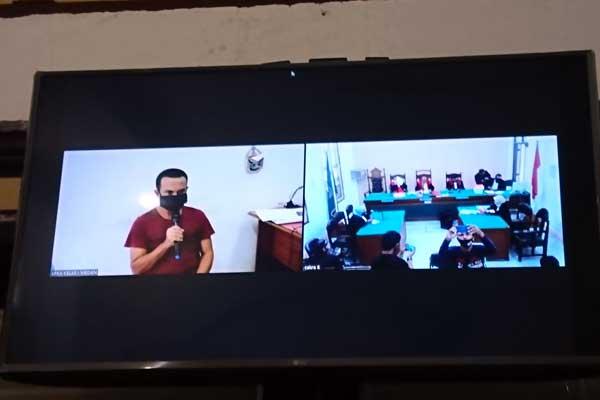 KETERANGAN TERDAKWA: Terdakwa kurir 52 kg sabu-sabu saat memberikan keterangan dalam sidang virtual di Ruang Cakra 4 Pengadilan Negeri (PN) Medan, Kamis (24/9).