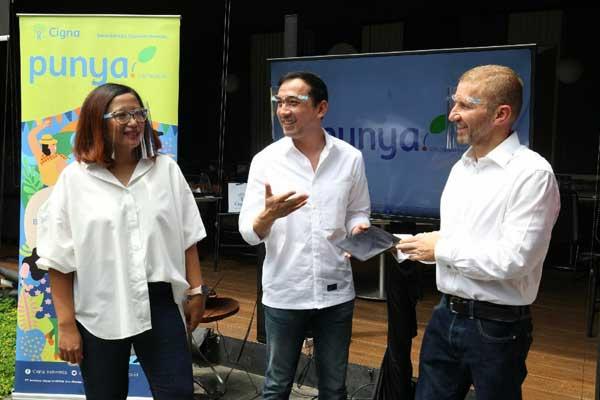 Presiden Direktur Cigna Indonesia Phil Reynolds (kanan), Direktur Pemasaran dan Kerja Sama Strategis Cigna Indonesia Akhiz Nasution (tengah) dan Direktur Kepatuhan Cigna Indonesia Restu Pranandari (kiri) saat peluncuran Asuransi terbaru Cigna Life,  punya.cigna.co.id.