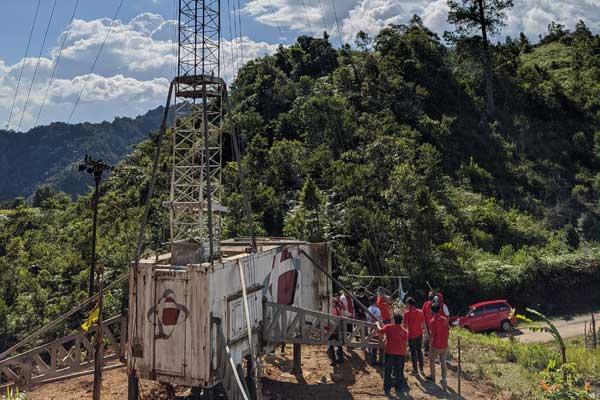 Telkomsel menghadirkan jaringan 4G LTE di Pasiah Laweh, Agam, Sumatera Barat sebagai bentuk komitmen untuk #TerusBergerakMaju dalam memenuhi kebutuhan komunikasi seluruh masyarakat. Telkomsel menjadi satu-satunya operator seluler dengan layanan broadband di lokasi tersebut, dimana layanan ini sangat dibutuhkan untuk proses belajar daring selama masa pandemi. Kini, para pelajar bisa belajar daring dari rumah secara nyaman pakai Telkomsel.