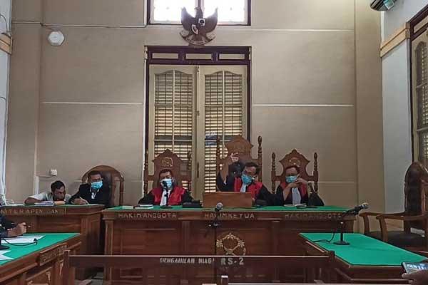 SIDANG: Mantan Wali Kota Medan, Dzulmi Eldin menjalani sidang PK di PN Medan, Rabu (30/9).agusman/sumut pos.