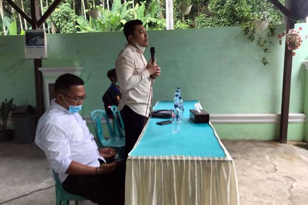 SOSIALISASI : Anggota DPRD Medan, Habiburrahman Sinuraya, saat sosialisasi  Perda tentang Penanggulangan Kemiskinan.markus/sumut pos.