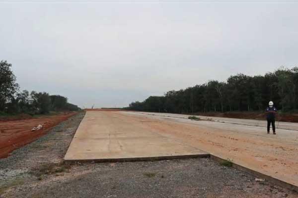 BELUM RAMPUNG: Jalur Jalan Tol Tebingtinggi-Serbelawan masih dalam kondisi terputus-putus, dan diperkirakan belum rampung hingga akhir 2020 mendatang.SOPIAN/SUMUT POS.