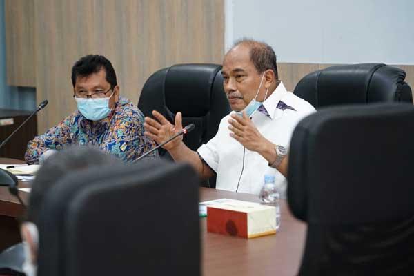 SAMBANGI: Wali Kota Tebingtinggi, Umar Zunaidi Hasibuan saat menyambangi Balai Besar Pelaksaaan Jalan Nasional Sumatera Utara, untuk memperbaiki ruas jalan yang rusak akibat proyek pembangunan jalan tol.sopian/sumut pos.