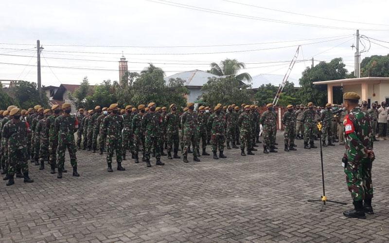 APEL: Danyon Arhanud 11/WBY, Mayor Arh Rendra FS memimpin apel Gelar Pasukan Operasi Covid-19.TEDDY AKBAR/SUMUT POS.