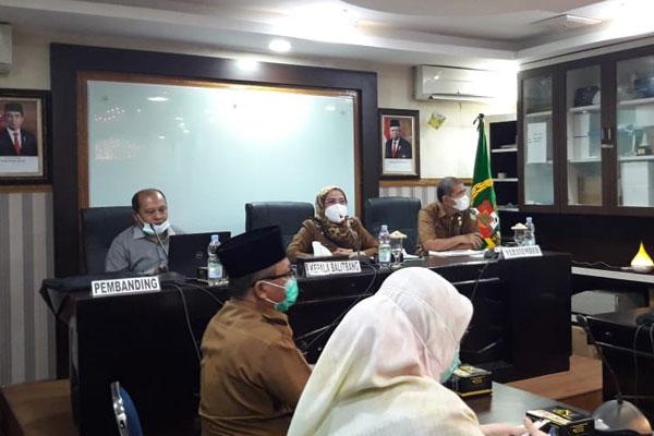 GELAR FGD: Focus Group Discussion (FGD) tentang Peluang Inovasi Pelayanan Publik Berbasis Elekronik DPMPTSP di Balai Kota Medan, Senin (9/11).