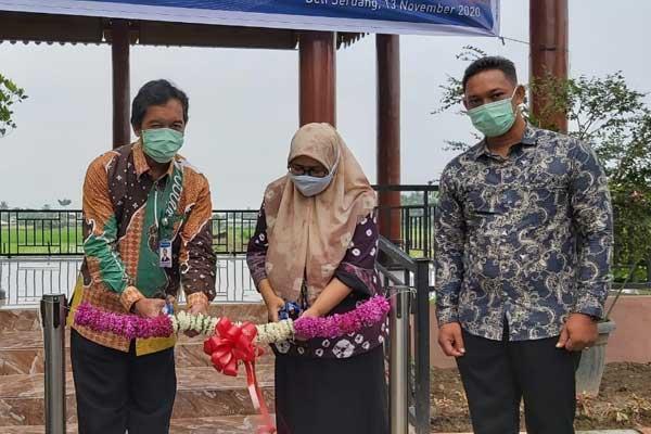 RESMI: Kepala Perwakilan BI Provinsi Sumut Wiwiek Sisto Widayat meresmikan Learning Center milik Kelompok Tani, Juli Tani di Deliserdang.