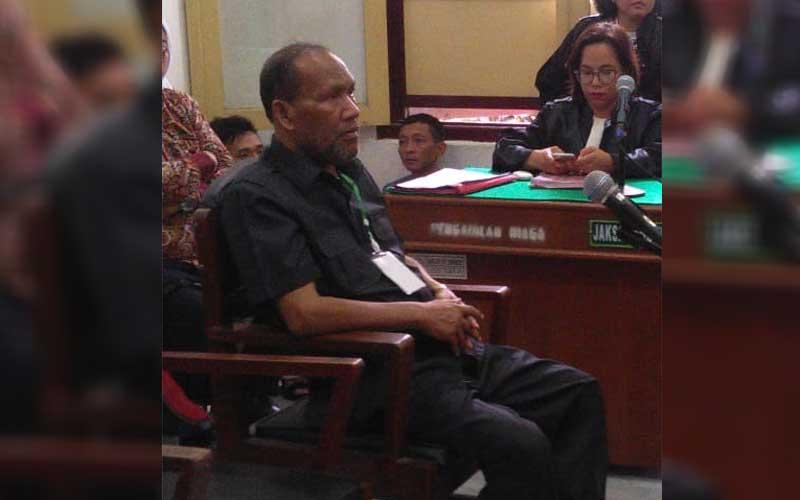 TERDAKWA: Sulaiman Ibrahim, terdakwa kasus penipuan sewaktu masih menjalani persidangan di PN Medan, beberapa waktu lalu.gusman/sumut pos.