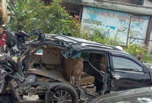 TABRAKAN BERUNTUN: Satu unit truk fusi menabrak 11 kendaraan, di Jalan Lintas Umum Pematangsiantar-Perdagangan Km 4,5 Nagori Dolok Marlawan, Kabupaten Simalungun, Kamis (19/11). Lima orang tewas.