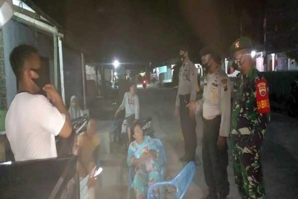RAZIA: Jajaran Polsek Bandar Khalifah melakukan razia penegakan disiplin protokol kesehatan.