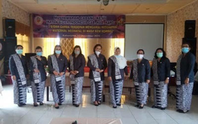 BERSAMA: Pengurus IBI Kabupaten Karo diabadikan bersama usai Muscab IBI VII Cabang Kabupaten Karo, 2020, di Kabanjahe, Jumat (18/12).