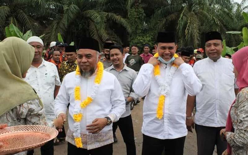Bupati Labuhanbatu Disambut warga saat melakukan kunjungan ke Desa Sei Rakyat Labuhanbatu.fajar/sumutpos.