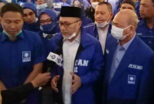 ARAHAN: Ketua Umum DPP PAN Zulkifli Hasan, saat menyampaikan arahan pada konsolidasi organisasi yang diikuti seluruh pengurus DPD PAN kabupaten kota dan DPW PAN Sumut di Hotel Grand Aston Medan, Kamis (17/12).