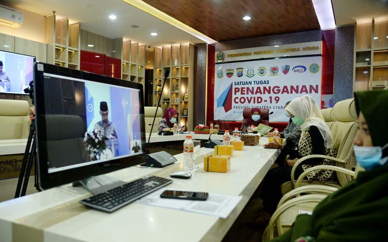 Rakornas: Sekda Provsu, R Sabrina mengikuti Rakornas Kepegawaian BKN Tahun 2020 secara virtual di Kantor Gubernur,  Kamis (17/12).