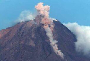 SINABUNG: Kubah Gunung Sinabung terus bertambah mencapai 4 km kubik. Sabtu (6/2), Gunung Sinabung kembali muntahkan awan panas.